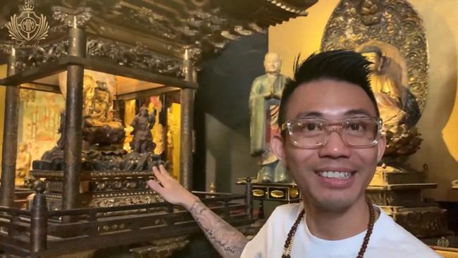 """Đại gia Minh Nhựa """"lấn sân"""" làm YouTuber, mở màn vlog đầu tay review quán cafe toàn cổ vật Phật giáo vô giá tại Sài Gòn khiến dân tình kinh ngạc - Ảnh 7."""