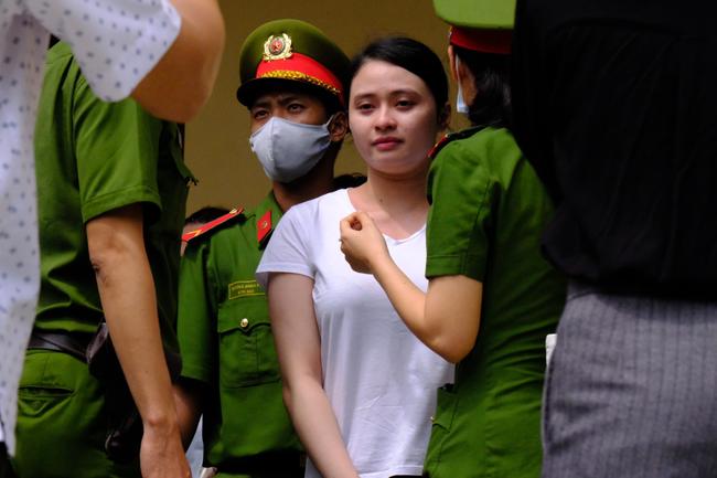 """Văn Kính Dương xin lỗi người tình và con trai, hot girl Ngọc Miu khóc nói lời sau cùng: """"Trẻ con không có tội"""" - Ảnh 7."""