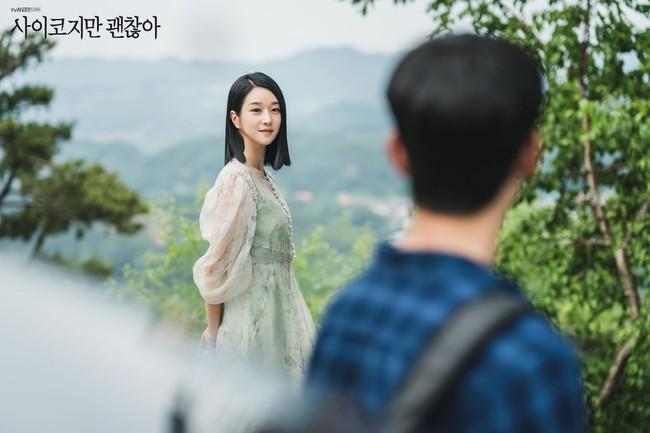 """Tưởng khó mà học được style của Seo Ye Ji (Điên Thì Có Sao) nhưng cô ngày càng có nhiều outfit thực tế để chị em dễ """"đu"""" theo - Ảnh 7."""