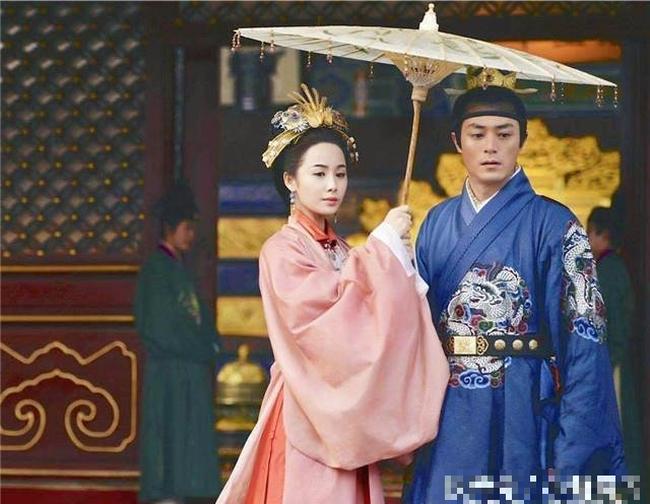 Hoàng hậu Trung Hoa có những khiếm khuyết trên thân thể nhưng vẫn khiến Hoàng đế yêu thương, tất cả có được vì những điều xuất chúng - Ảnh 2.