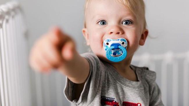 Trẻ biết chỉ tay càng sớm thì khả năng sử dụng ngôn ngữ cũng như học tập càng tốt - Ảnh 1.