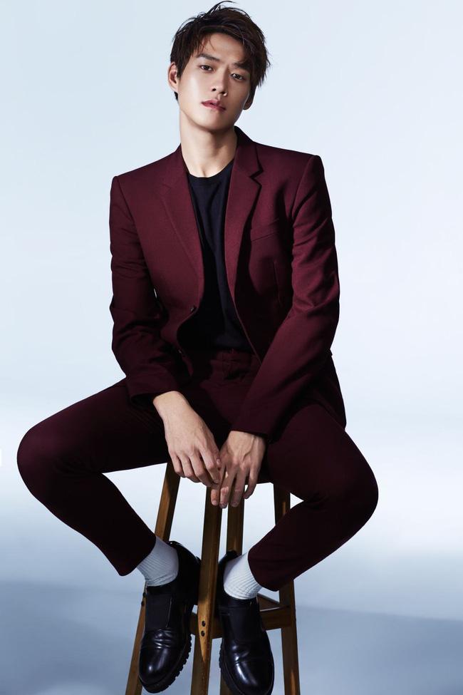 """Những ngôi sao """"siêu tiết kiệm"""" của showbiz Hoa ngữ: Triệu Lệ Dĩnh mua đồ giảm giá, Ngô Kỳ Long mặc một chiếc áo suốt 20 năm - Ảnh 9."""