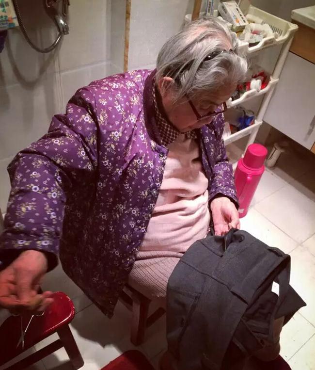 """Vứt chiếc áo mẹ vá vào thùng rác, nữ CEO giàu có cay đắng khi nhận ra nó vừa """"cứu mạng"""" mình - Ảnh 1."""