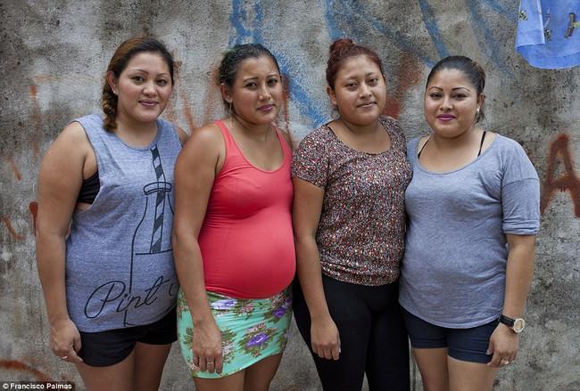 """Câu chuyện về 4 chị em ruột cùng mang bầu, hạnh phúc tưởng không ai sánh bằng nhưng đằng sau là sự thật về ngành công nghiệp """"cho thuê tử cung"""" - Ảnh 1."""