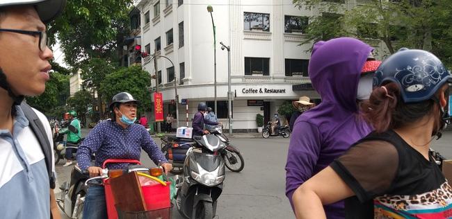 Hà Nội: Nữ sinh sắp thi đại học bị cướp ngay trong lúc ghé vào cửa hàng mua cháo - Ảnh 2.
