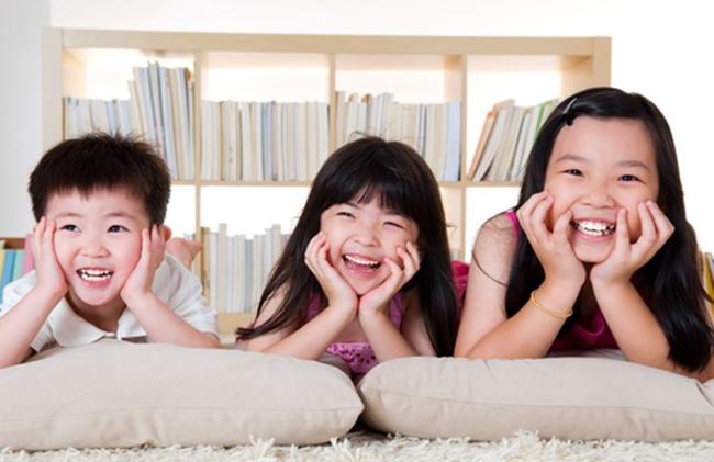 Trong những gia đình có ba con trở lên, con giữa bao giờ cũng quảng giao và linh hoạt hơn? - Ảnh 2.
