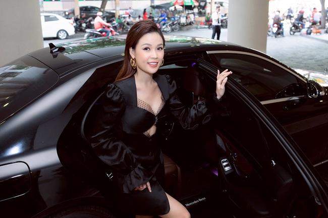Sam tự lái xe tiền tỷ đến sự kiện gặp Ngô Kiến Huy, khẳng định là bạn thân suốt 11 năm  - Ảnh 2.