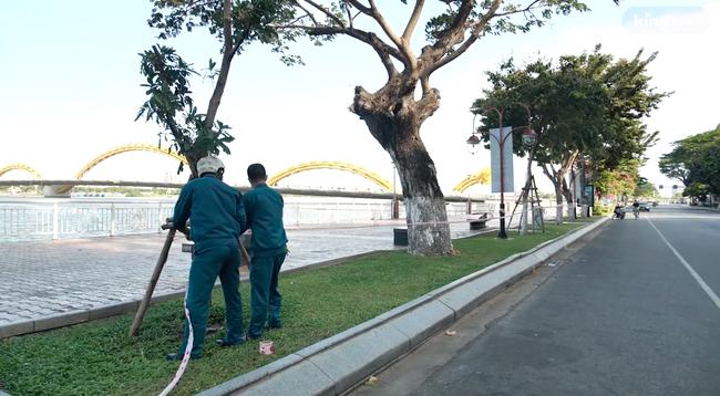 Đà Nẵng trong ngày đầu cách ly: Nơi công cộng bị niêm phong nghiêm ngặt, tiến hành tiếp tế tại các khu vực phong tỏa - Ảnh 4.