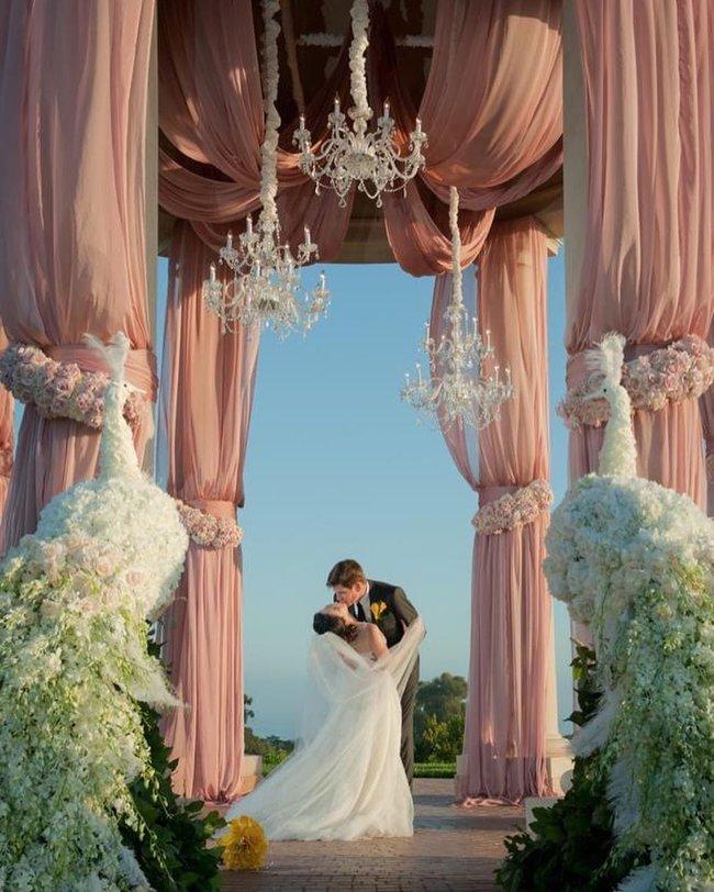 Nữ tỷ phú người Việt Mimi Morris gây choáng với không gian kỷ niệm ngày cưới như cổ tích - Ảnh 3.