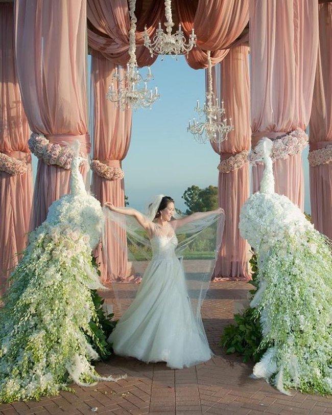 Nữ tỷ phú người Việt Mimi Morris gây choáng với không gian kỷ niệm ngày cưới như cổ tích - Ảnh 2.