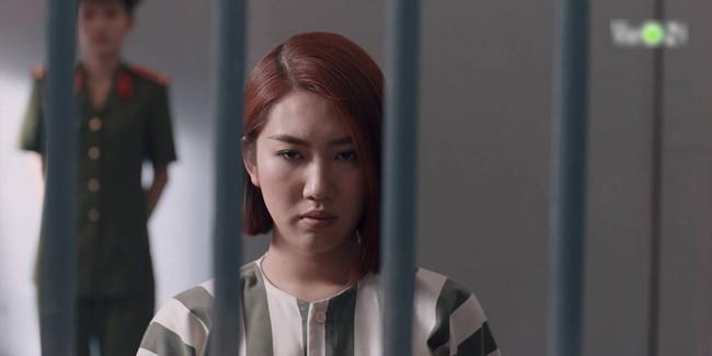"""""""Hải Đường Trong Gió"""": Choáng với cảnh Thúy Ngân vật vã cắt cơn nghiện trong trại giam sau khi bắt giữ - Ảnh 6."""