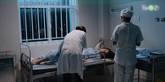 """""""Hải Đường Trong Gió"""": Choáng với cảnh Thúy Ngân vật vã cắt cơn nghiện trong trại giam sau khi bắt giữ - Ảnh 1."""