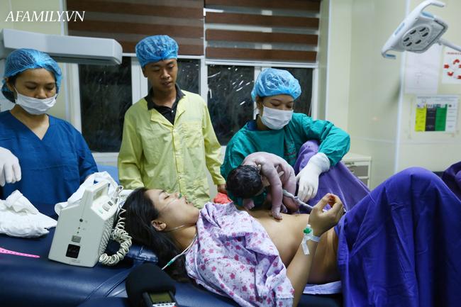 Phòng sinh thân thiện ở Bệnh viện Sản nhi Quảng Ninh: Sản phụ nào cũng được có người nhà đi kèm động viên lúc vượt cạn mà không mất thêm chi phí - Ảnh 3.