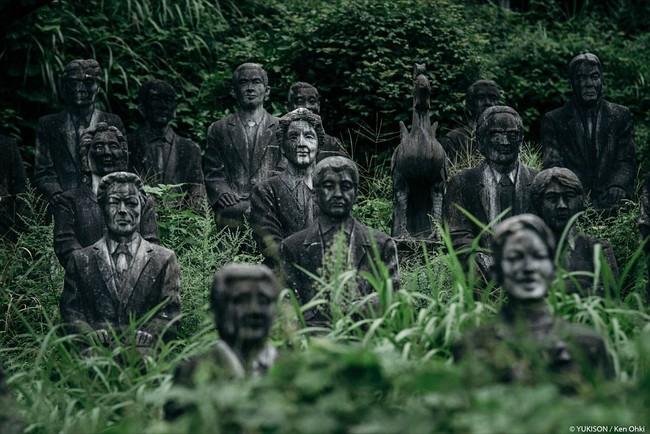 Vị doanh nhân chi gần 2.000 tỷ đồng mở công viên ngàn tượng nhưng chẳng ai dám bén mảng đến vì nỗi ám ảnh những bức tượng biết đi - Ảnh 1.