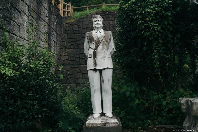Vị doanh nhân chi gần 2.000 tỷ đồng mở công viên ngàn tượng nhưng chẳng ai dám bén mảng đến vì nỗi ám ảnh những bức tượng biết đi - Ảnh 5.