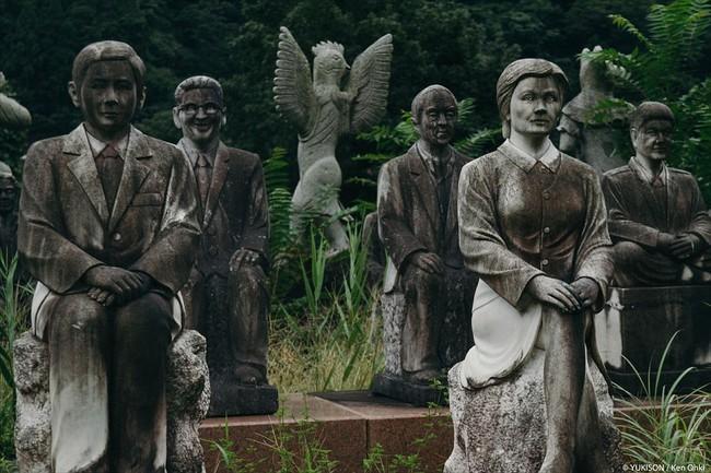 Vị doanh nhân chi gần 2.000 tỷ đồng mở công viên ngàn tượng nhưng chẳng ai dám bén mảng đến vì nỗi ám ảnh những bức tượng biết đi - Ảnh 7.