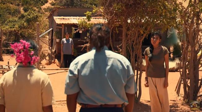 """""""Cát Đỏ"""" hé lộ tập 2: Thúy Diễm cãi tay đôi với trai làng, quyết bảo vệ hạnh phúc của chị gái tới cùng - Ảnh 4."""