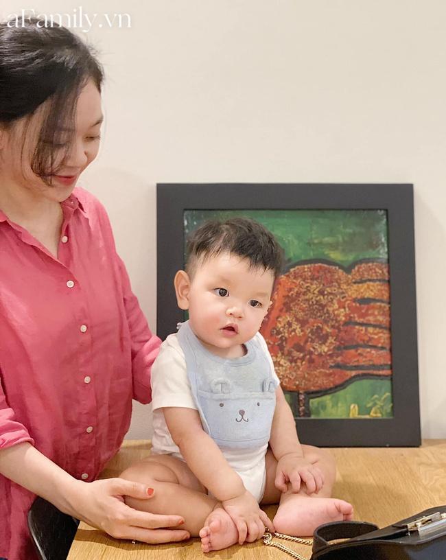 """Mẹ Sài Gòn chuẩn bị bữa ăn dặm cho con siêu hấp dẫn, bé 11 tháng ăn được """"ti tỉ"""" món nhờ loạt bí quyết đáng học hỏi - Ảnh 1."""
