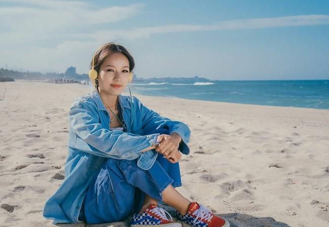 """Đã 41 tuổi nhưng chị đại Lee Hyori vẫn diện """"ngon ơ"""" loạt outfit xì tin chơi bời, các gái đôi mươi chưa chắc đã đuổi kịp  - Ảnh 2."""