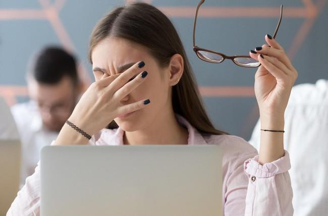 Đục thủy tinh thể là gì và những điều bạn cần biết về căn bệnh về mắt phổ biến này - Ảnh 1.