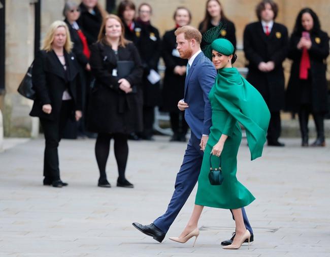 """Nữ hoàng Anh bất ngờ bị chỉ trích vì lời tuyên bố của cháu dâu """"bất trị"""" Meghan Markle, cuộc chiến hoàng gia thực sự giờ mới bùng nổ - Ảnh 2."""