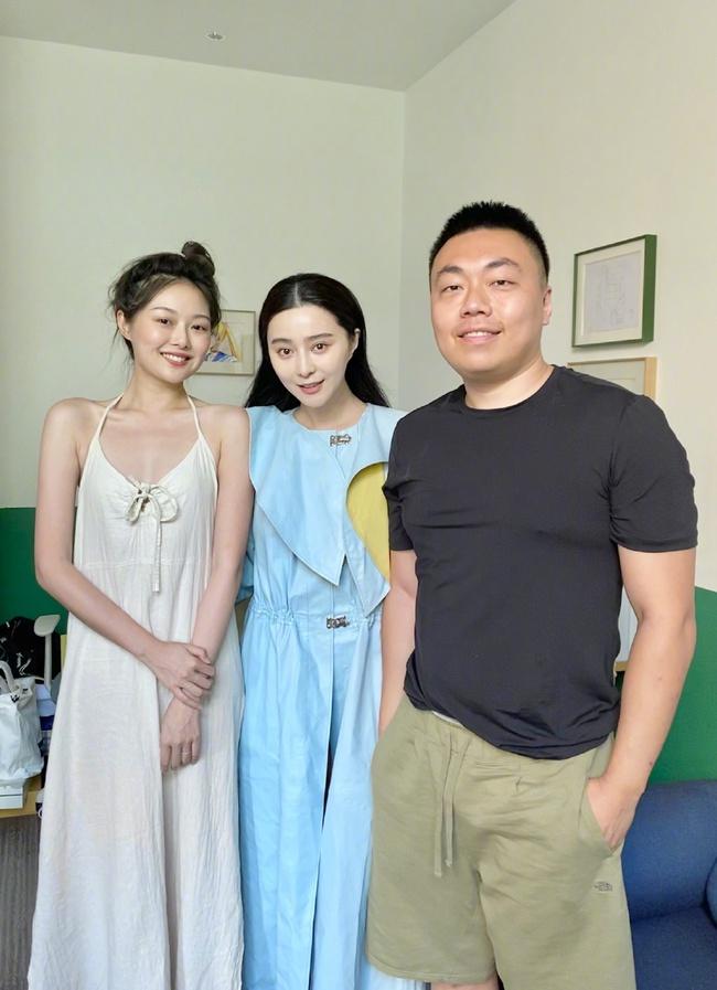 Để mặt mộc chụp hình, Phạm Băng Băng lộ dấu hiệu lão hóa - Ảnh 2.