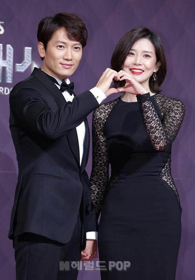"""8 cặp sao """"phim giả tình thật"""" được ngưỡng mộ nhất showbiz Hoa – Hàn - Ảnh 7."""