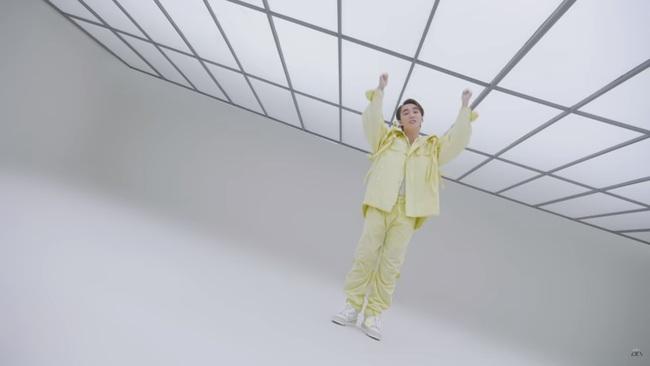 Bóc đồ Sơn Tùng trong MV mới: Toàn đồ LV ăn chơi lắm chứ không phải vừa - Ảnh 11.