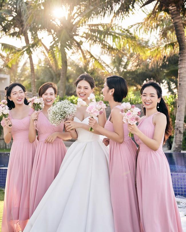 """Phanh Lee tung thêm ảnh trong đám cưới với thiếu gia Cocobay, vòng 1 """"cực căng"""" của cô dâu gây chú ý nhất - Ảnh 3."""