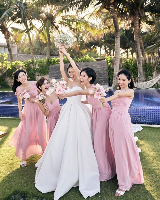 """Phanh Lee tung thêm ảnh trong đám cưới với thiếu gia Cocobay, vòng 1 """"cực căng"""" của cô dâu gây chú ý nhất - Ảnh 8."""