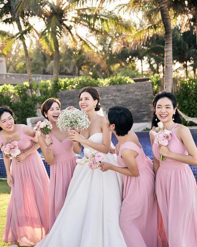 """Phanh Lee tung thêm ảnh trong đám cưới với thiếu gia Cocobay, vòng 1 """"cực căng"""" của cô dâu gây chú ý nhất - Ảnh 7."""