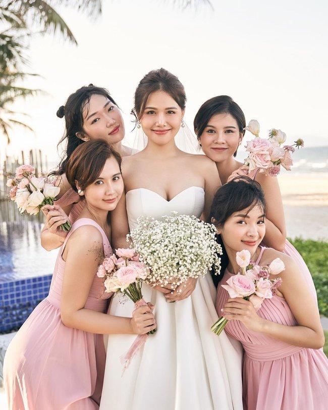 """Phanh Lee tung thêm ảnh trong đám cưới với thiếu gia Cocobay, vòng 1 """"cực căng"""" của cô dâu gây chú ý nhất - Ảnh 2."""