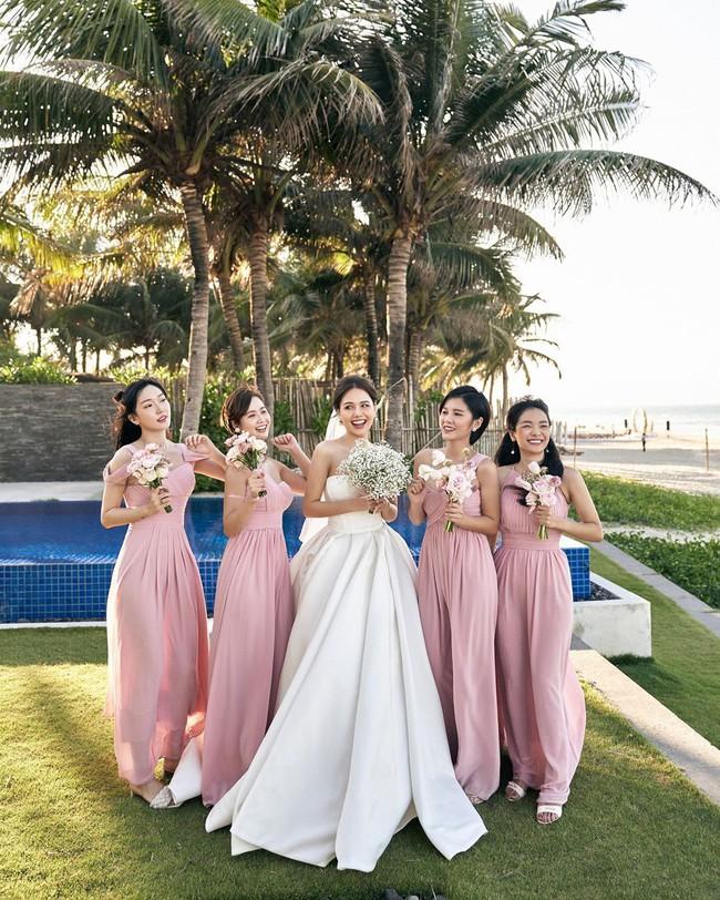 """Phanh Lee tung thêm ảnh trong đám cưới với thiếu gia Cocobay, vòng 1 """"cực căng"""" của cô dâu gây chú ý nhất - Ảnh 6."""