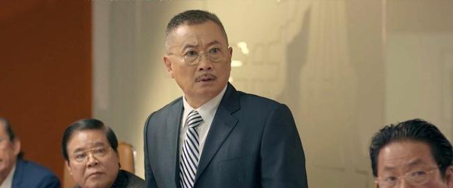Tình yêu và tham vọng: Minh bị đuổi khỏi ghế tổng giám đốc, bà Khuê quỳ xuống xin con trai cưới Tuệ Lâm một lần nữa - Ảnh 8.