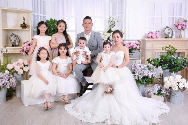 """Đi chuyến xe taxi """"đặc biệt"""" cô gái """"đổ"""" luôn tài xế và cuộc hôn nhân 10 năm sinh 6 đứa con, vợ chồng vẫn như ngày mới cưới - Ảnh 1."""