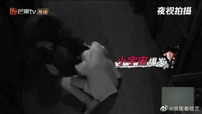 Bị hù dọa mà Dương Mịch sống chết ngồi 1 chỗ, Đặng Luân kéo lê cô cả mét khiến netizen dậy sóng - Ảnh 4.
