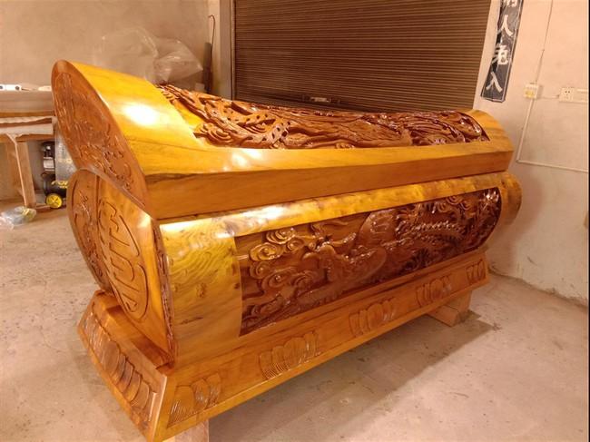 Cỗ quan tài gần 24 tỷ của Vua sòng bài Macau: Được làm từ loại gỗ đặc biệt thế nào khi chỉ có Hoàng đế ngày xưa mới được sử dụng - Ảnh 5.