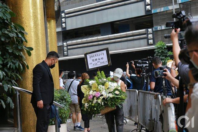 Sau cỗ quan tài trị giá gần 24 tỷ, tang lễ Vua sòng bài Macau tiếp tục gây chú ý với con số 6 tỷ chi phí hoa hồng trưng bày - Ảnh 4.