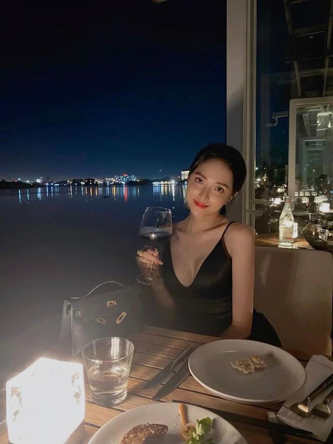 Hương Giang đăng ảnh cùng dòng chú thích: Sài Gòn đẹp nhất về đêm....