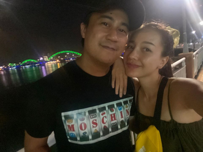 Băng Di và bạn trai tình tứ trong chuyến du lịch Đà Nẵng.