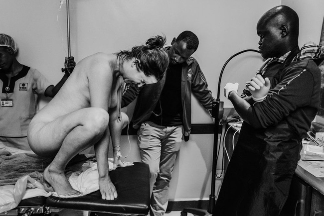 """Ngẩn ngơ trước những khoảnh khắc sinh nở đẹp đến ngỡ ngàng được nhiếp ảnh gia """"bắt lại"""" khi tác nghiệp tại bệnh viện - Ảnh 11."""