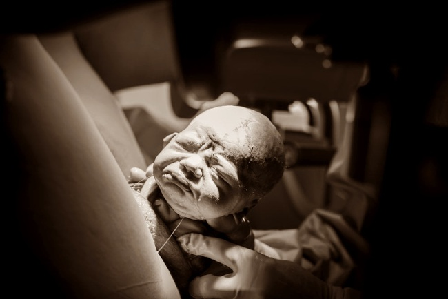 """Ngẩn ngơ trước những khoảnh khắc sinh nở đẹp đến ngỡ ngàng được nhiếp ảnh gia """"bắt lại"""" khi tác nghiệp tại bệnh viện - Ảnh 8."""