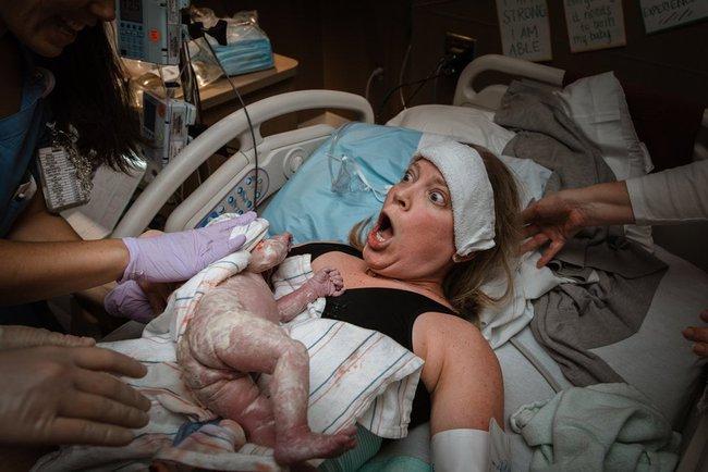 """Ngẩn ngơ trước những khoảnh khắc sinh nở đẹp đến ngỡ ngàng được nhiếp ảnh gia """"bắt lại"""" khi tác nghiệp tại bệnh viện - Ảnh 6."""