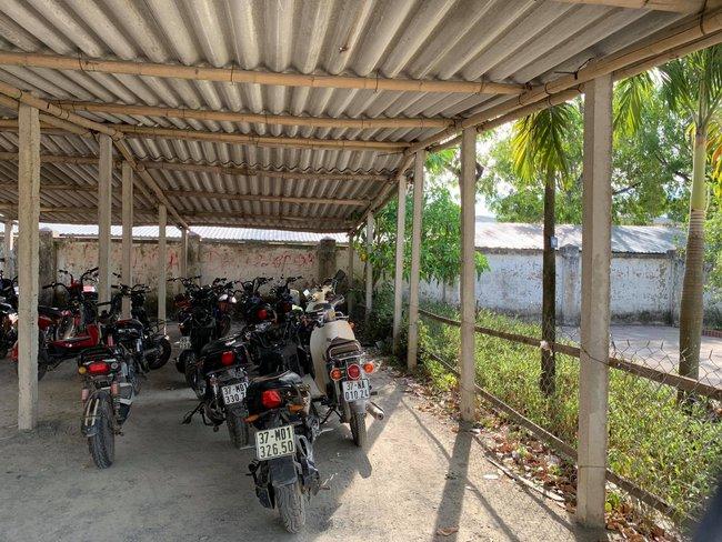 """Nghệ An: Chưa đóng 162.000 đồng tiền gửi xe, nhà trường bắt học sinh phải viết """"giấy báo nợ"""" về cho phụ huynh - Ảnh 3."""