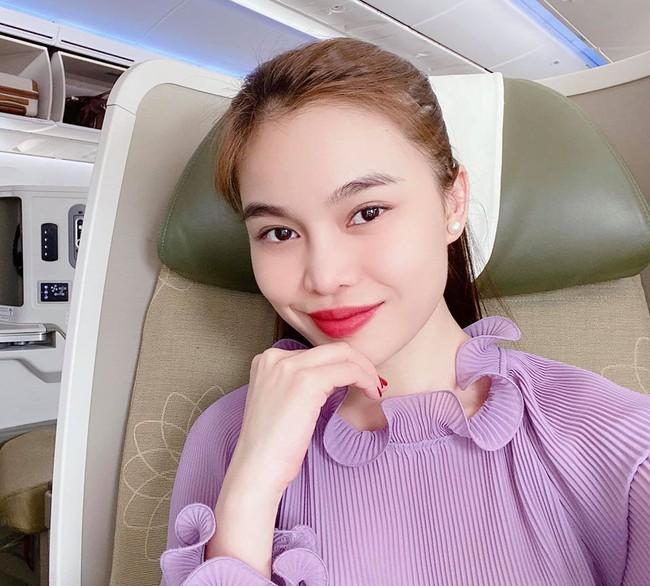 Giang Hồng Ngọc thú nhận: Vừa bay đi hát vừa nghe nhạc của chính mình, thật nhẹ nhàng thư giãn.