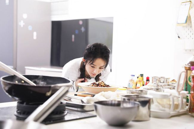 """""""Nhà hàng Trung Hoa 4"""": Loạt ảnh góc nghiêng tuyệt đẹp của Triệu Lệ Dĩnh, khóc trên truyền hình mà không cho ai biết  - Ảnh 8."""
