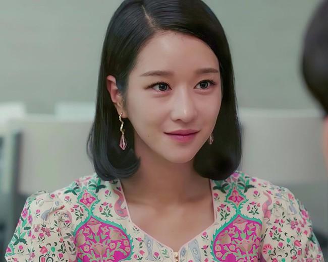 Seo Ye Ji biến hóa khôn lường với 5 kiểu cực sang khi để tóc bob, chị em học theo thì dễ ăn điểm xịn mịn - Ảnh 4.