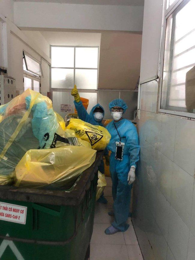 Nhân viên vệ sinh - những chiến sĩ thầm lặng trong cuộc chiến Covid-19: Bệnh viện là nhà, ngủ trên nền đất hay nhà vệ sinh - Ảnh 6.