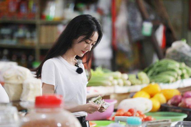 """""""Nhà hàng Trung Hoa 4"""": Loạt ảnh góc nghiêng tuyệt đẹp của Triệu Lệ Dĩnh, khóc trên truyền hình mà không cho ai biết  - Ảnh 9."""
