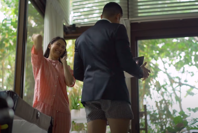 """Khoảnh khắc dìm hàng nhau của gia đình """"mỹ nhân đẹp nhất Philippines"""": Vợ mặc nguyên bộ đồ ngủ, chồng thì trên vest chỉnh tề dưới lại diện quần đùi  - Ảnh 1."""